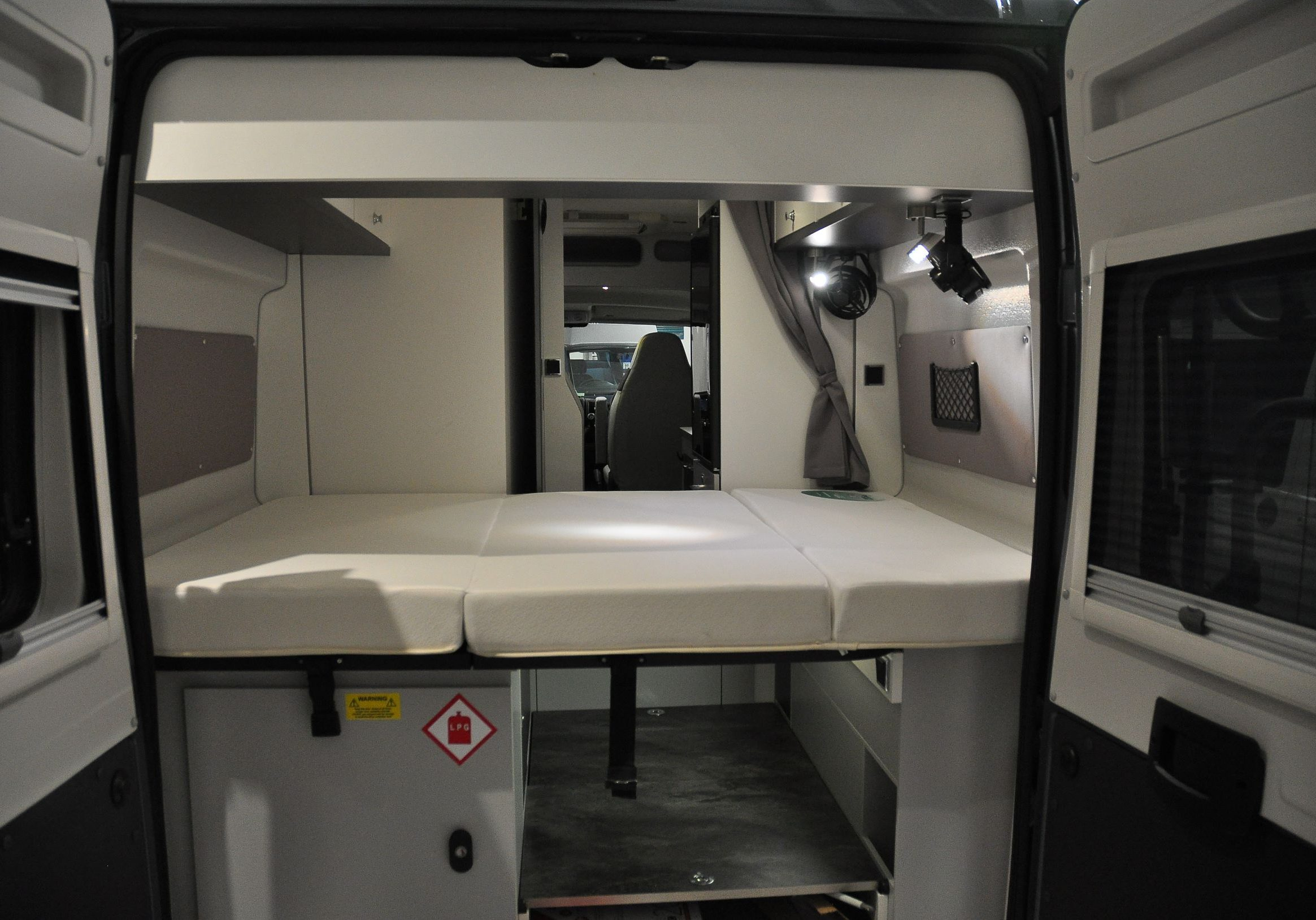 rear bed -out